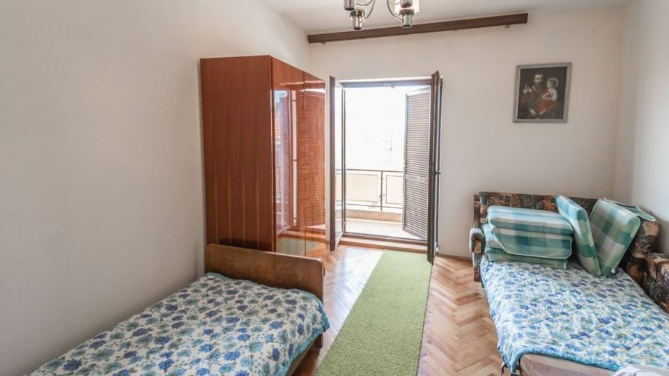 A detached two-storey house near the beach in Brodarica!