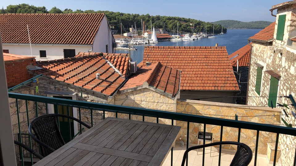 STONE HOUSE WITH FIVE APARTMENTS IN THE CENTER OF MILNA ON THE ISLAND OF BRAC!