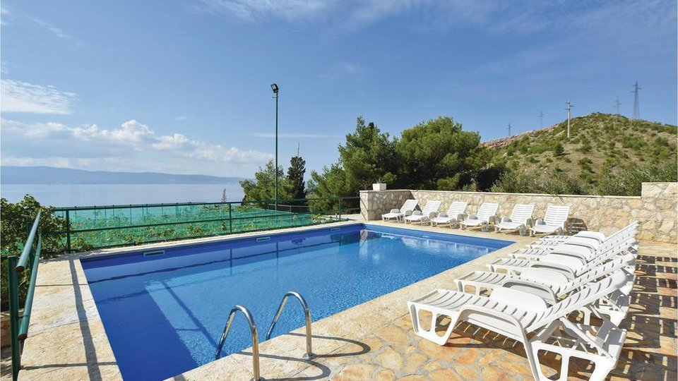 APARTMENT VILLA ON THE OMIŠA RIVIERA WITH UNCREDIBLE 3500 SQM OF LAND!
