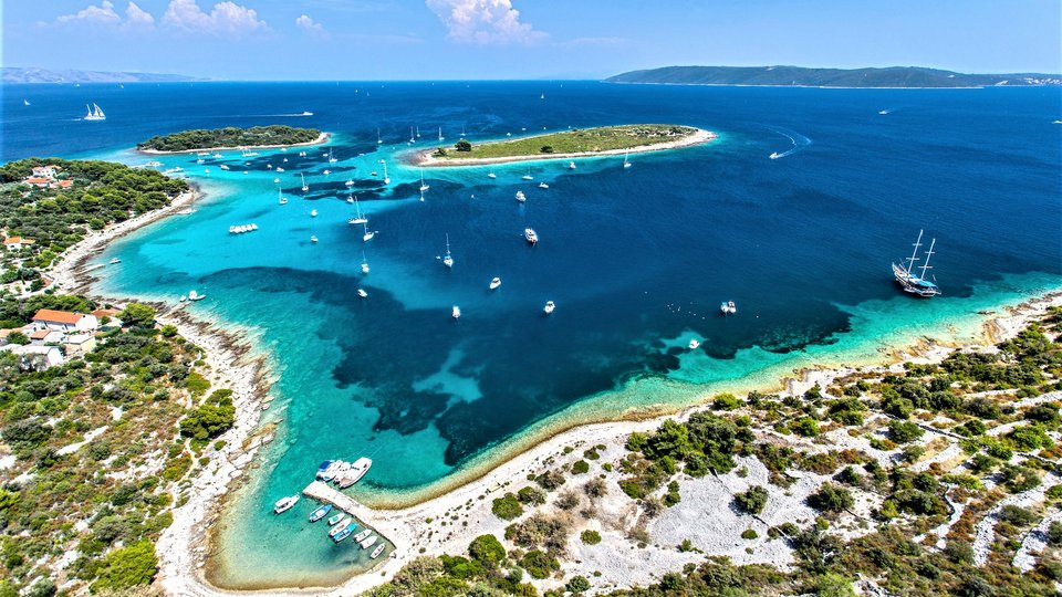 Building plot on great location, directly on sea - Seget Donji  (Trogir)