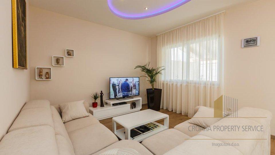 House, 460 m2, For Sale, Kaštel Lukšić