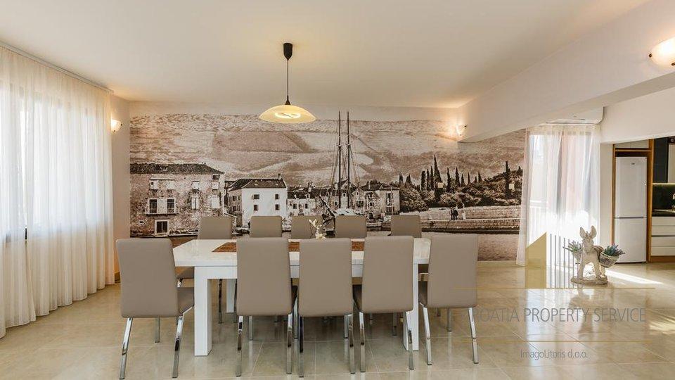 Haus, 460 m2, Verkauf, Kaštel Lukšić