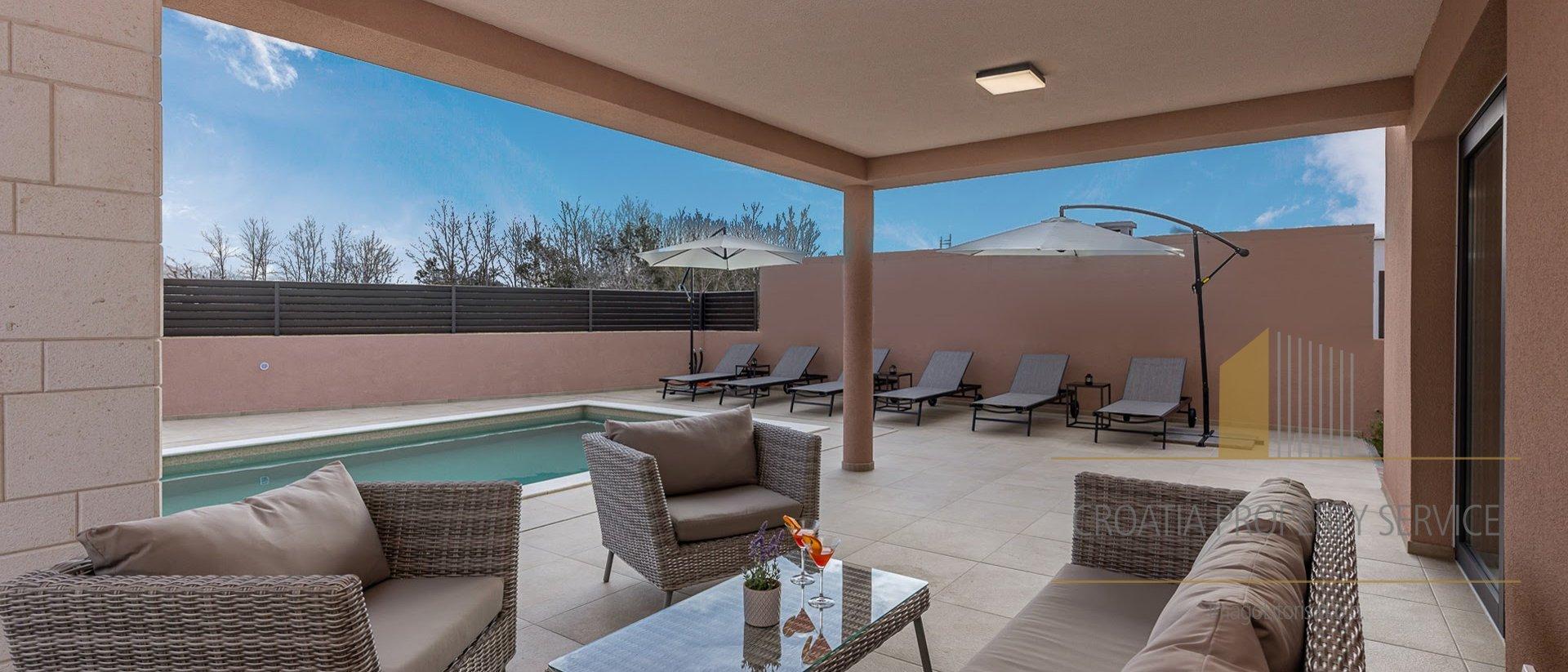 Moderna vila s bazenom Zaton