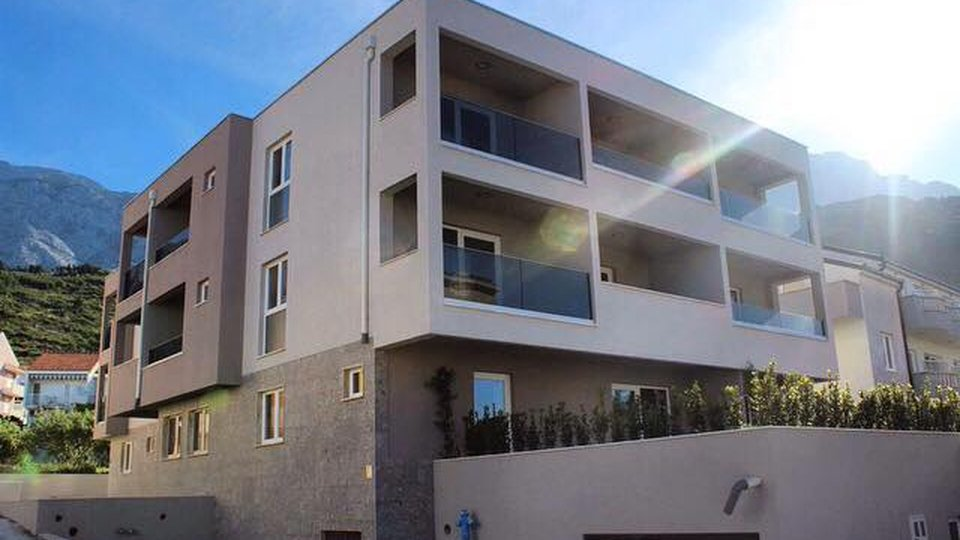 New 4****star apart-hotel just 100 meters from the beach in Promajna