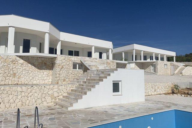 Dvije vile s bazenima i  prekrasnim pogledom - odlična investicija