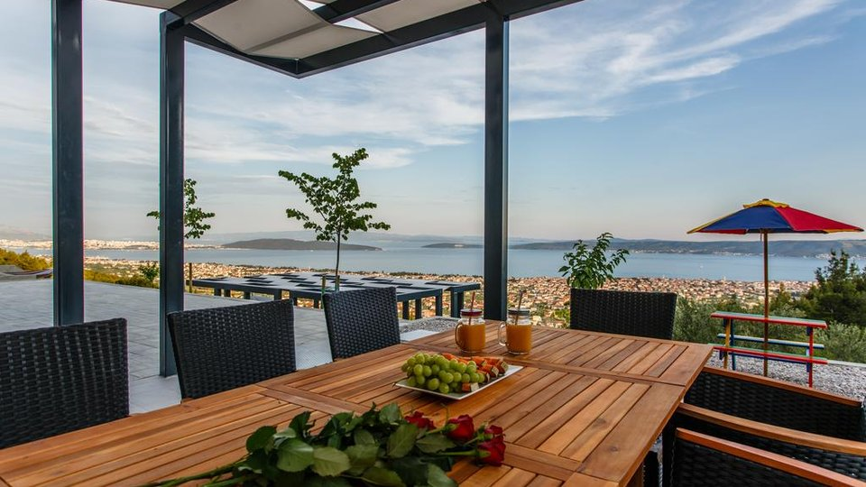An exceptionally beautiful villa on a secluded private plot with beautiful views near by Split, Kaštel Stari!
