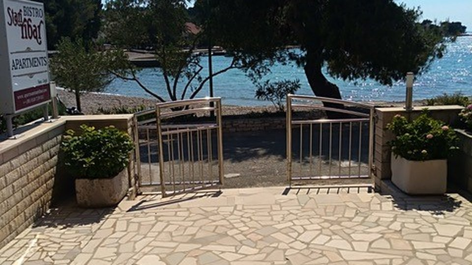 TWO-STOREY HOUSE BY THE SEA, HOUSE UNDER CONSTRUCTION AND A LARGE BUILDING LAND IN LOVIŠTE, PELJEŠAC PENINSULA