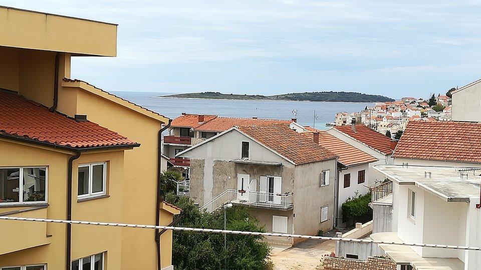 MULTI-STOREY HOUSE IN THE CENTRE OF PRIMOŠTEN