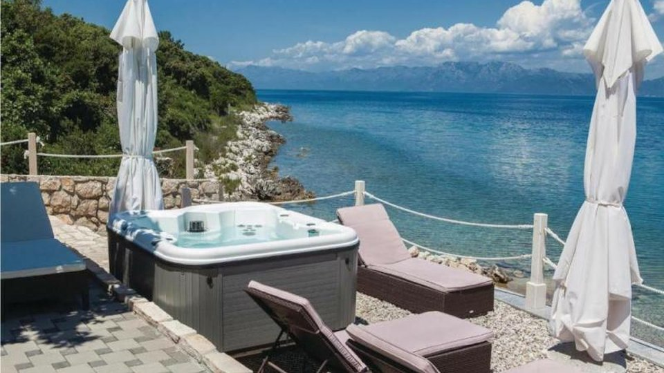 Beautiful newly built villa with swimming pool on Peljesac right on the beach
