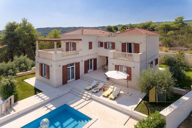 Brač - villa s prekrasnim pogledom, nedaleko od mora