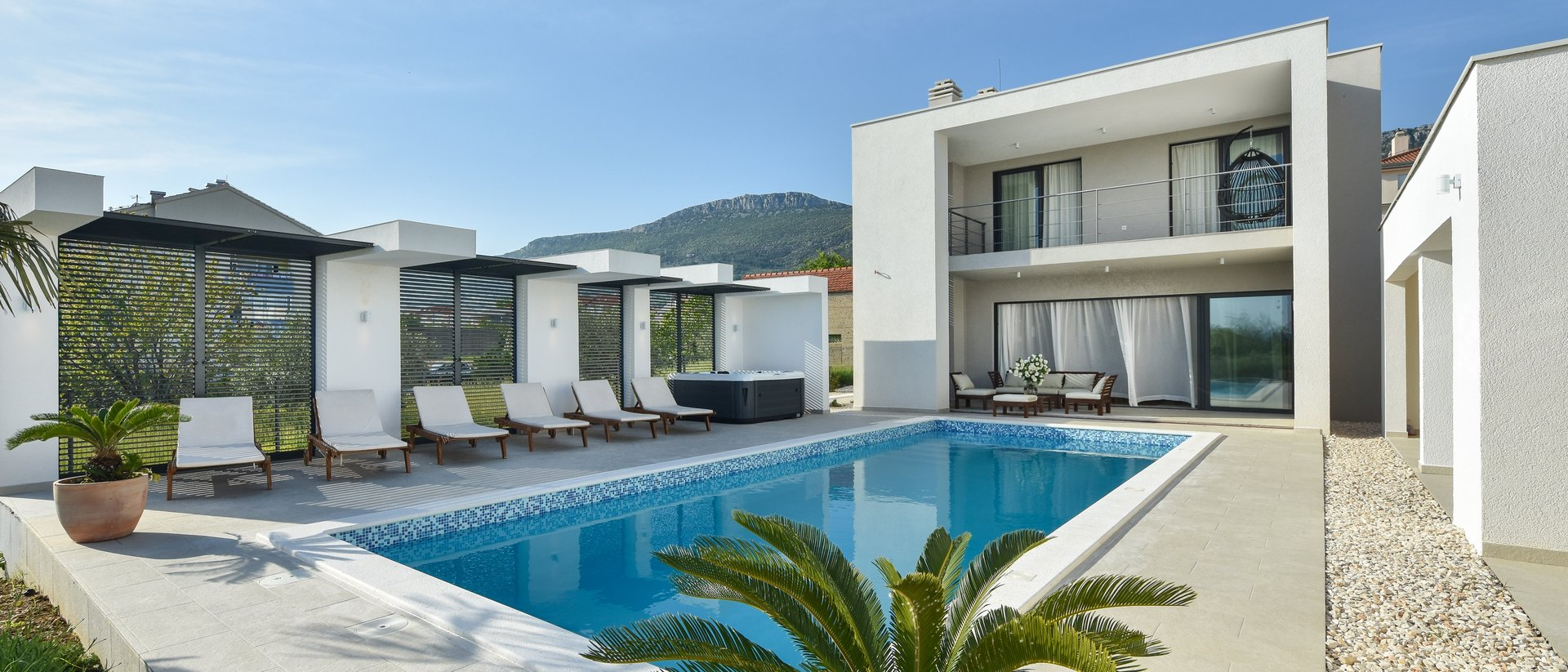 LUXURIOUS VILLA WITH A SEA VIEW ACCOMODATED IN ONE OF SEVEN BEAUTIFUL KAŠTELA!