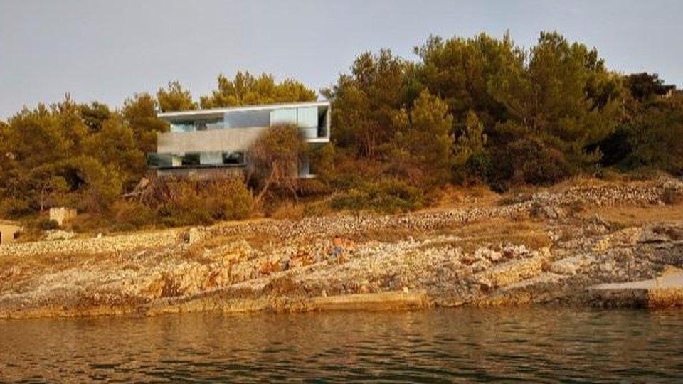 Modern beachfront villa projected on the island of Brač in Povlja area!