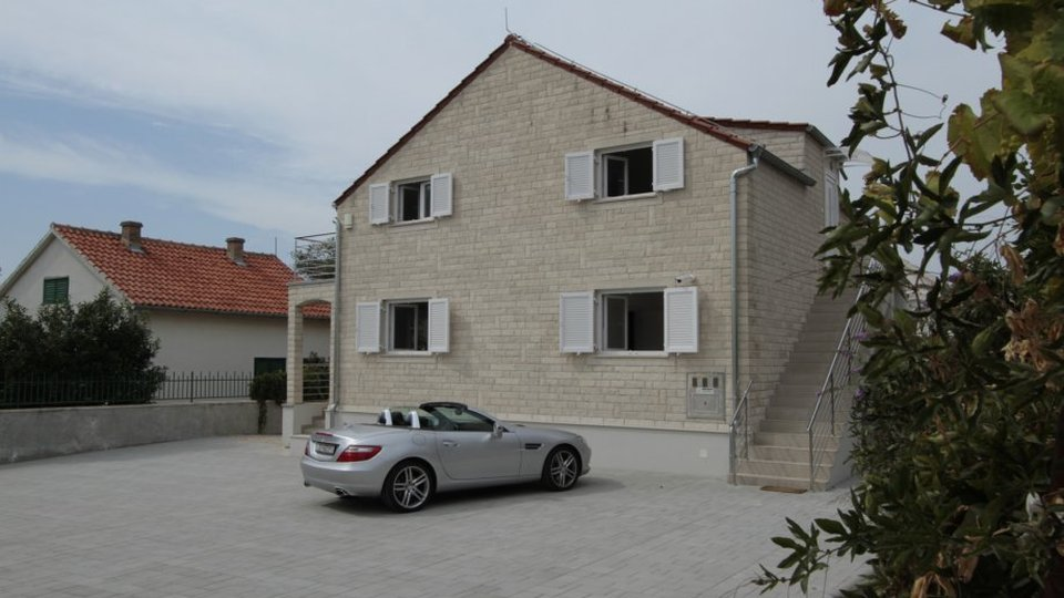 HOUSE WITH THREE APARTMENTS IN TRIBUNJ